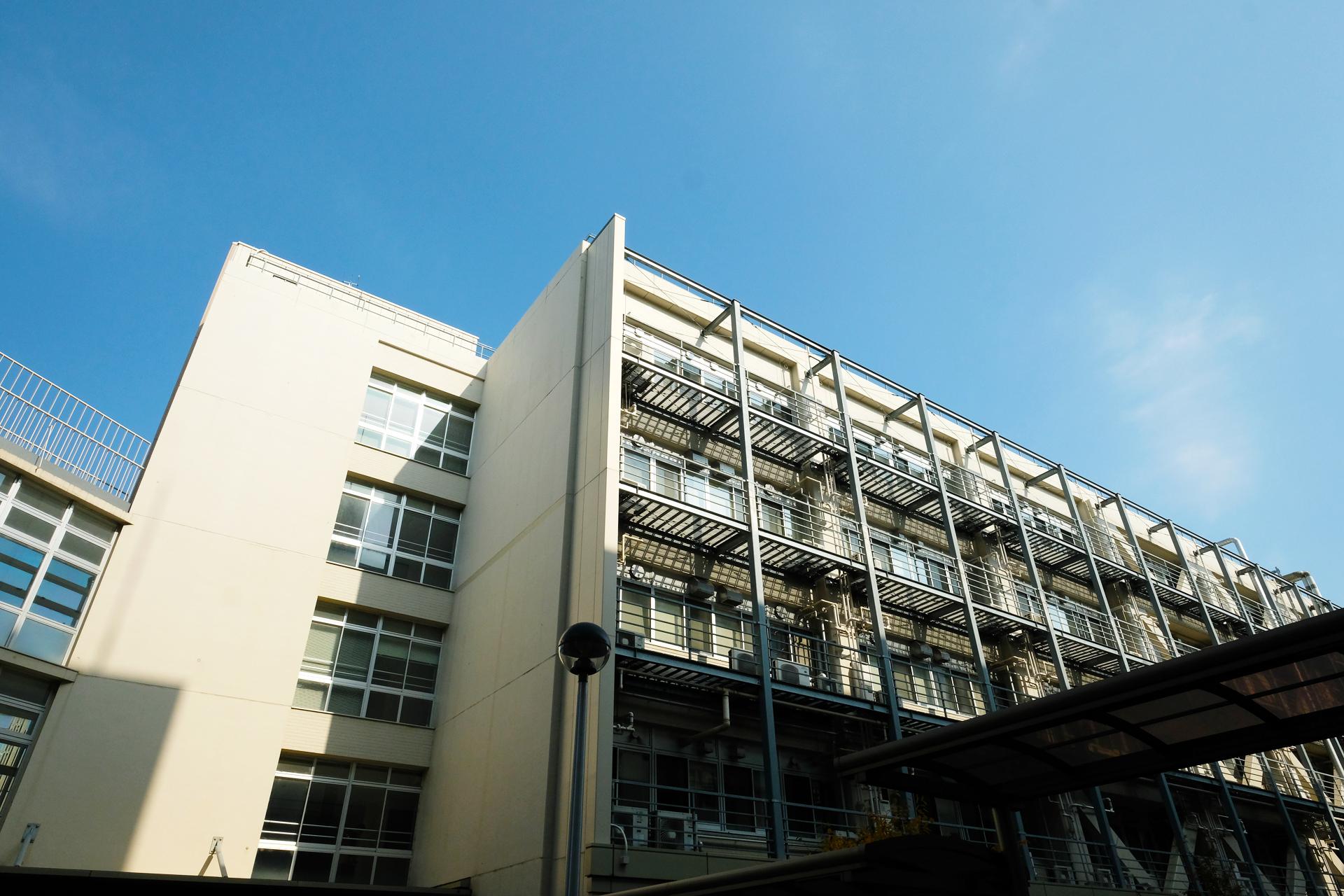 事務所のある理学部B館 東海地域生物系先端技術研究会